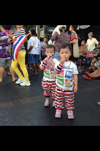 Hello there, little patriots! (image credit: เวทีราชดำเนิน)
